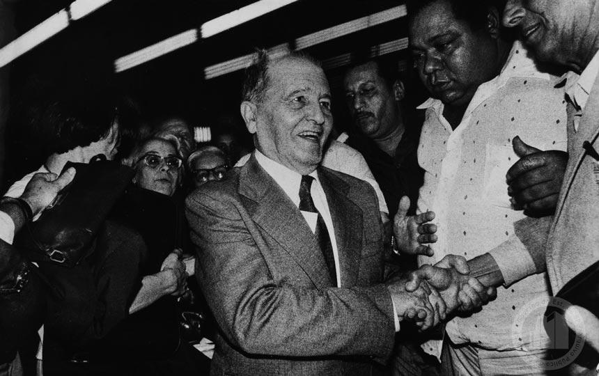 Após anos de exílio na União Soviética, Luiz Carlos Prestes retorna ao Brasil em 1979 (foto: Sueli Tomazini/Arquivo Público do Estado de São Paulo)